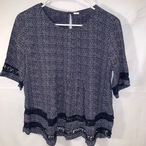 (4 for $25) old navy boho blue and white top